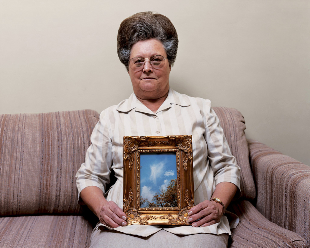 Bonnie (with a photograph of an angel), Port Gibson, Mississippi 2000 © Alec Soth
